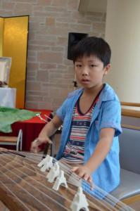 お孫さんが琴の演奏されました。